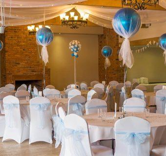 Jak udekorować krzesła na weselu?