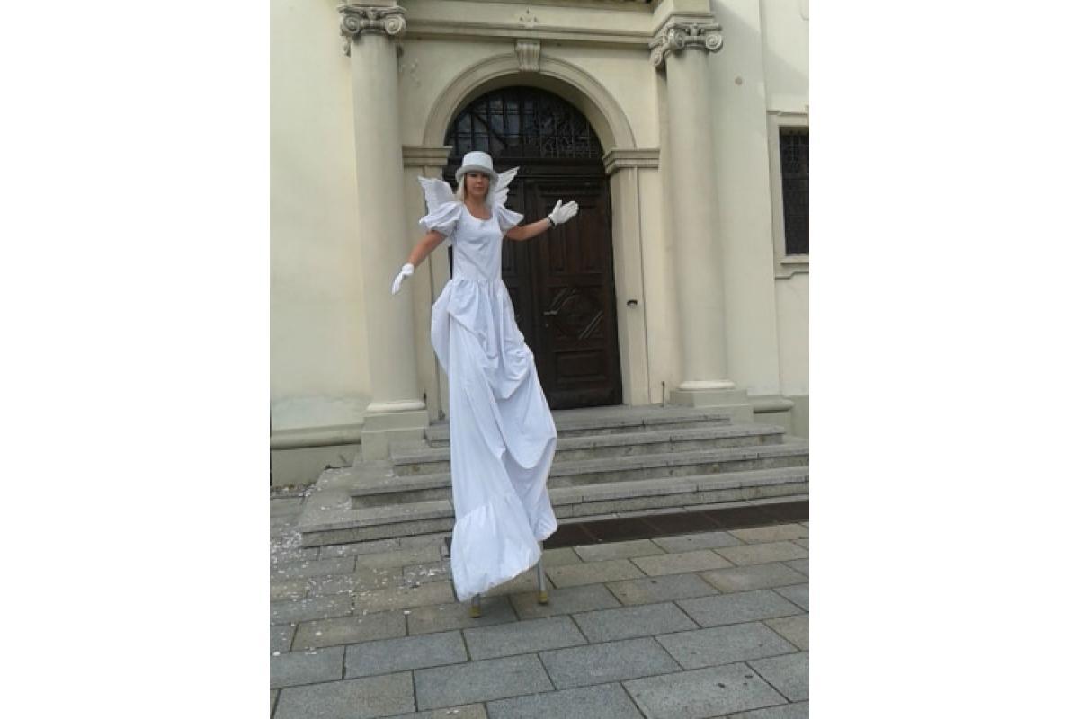Anioły na szczudłach – nietypowa atrakcja ślubna!