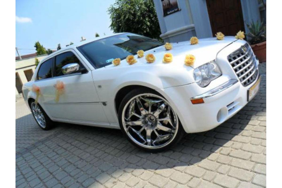 Chrysler 300c śnieżnobiały i czarny wynajem limuzyn do ślubu woj. śląskie