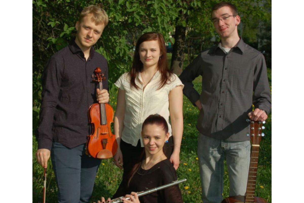Oprawa muzyczna Mszy – zespół – skrzypce, flet, gitara, śpiew
