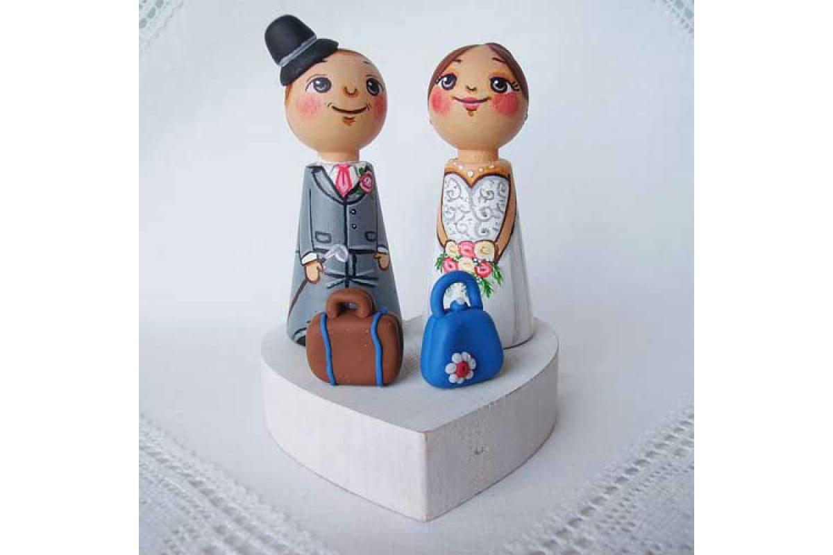 Personalizowane, ręcznie malowane, drewniane figurki ślubne na tort weselny – tradycyjne i na wesoło